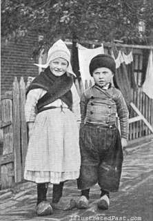 OLD MINI PHOTO PICTURE DUTCH BOY GIRL HOLLAND WINDMILL