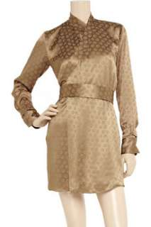Slip on Clemens en Augusts bronze kimono dress with bare legs and