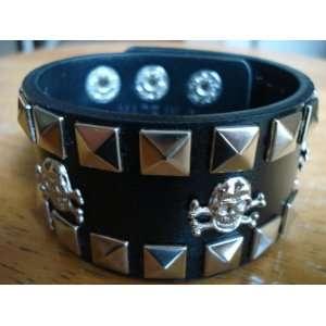 Skull Checkered Studded Black Leather Bracelet Beauty